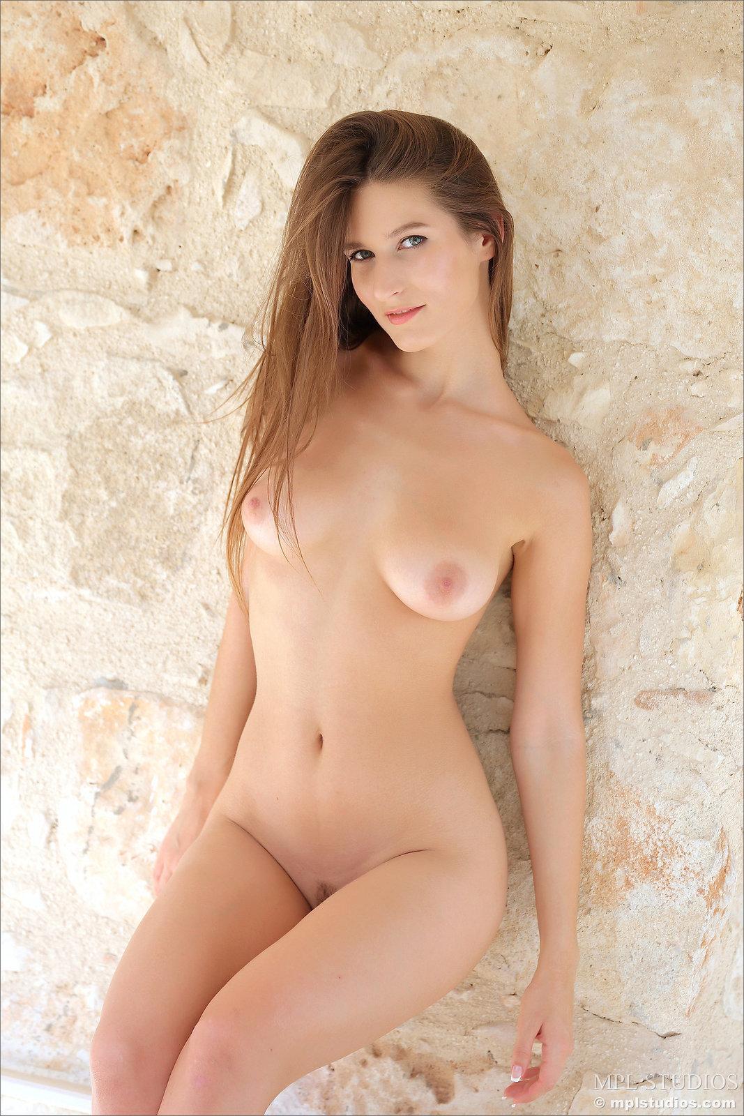 Zdjęcie porno - 136 - Długowłosa suczka z niezłą dupą