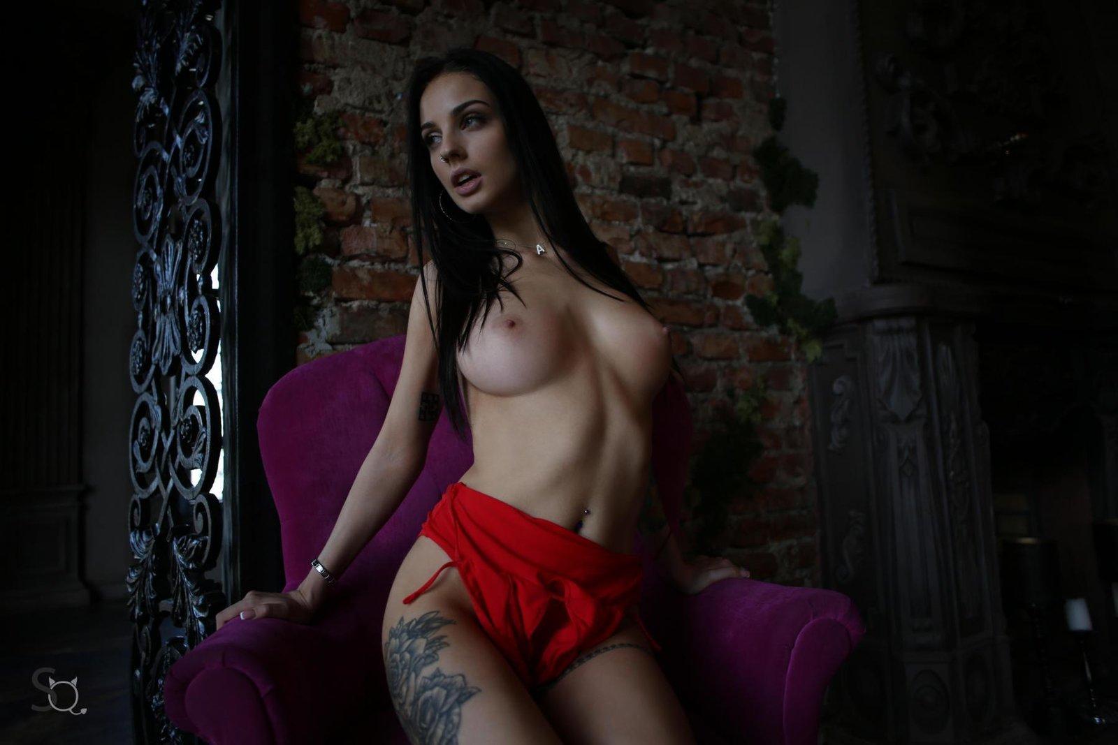 Zdjęcie porno - 0719 - Czarnowłosa laska z tatuażami