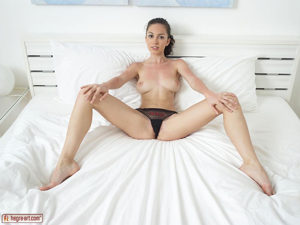 Zdjęcie porno - 0914 - Zgrabna i młoda modelka