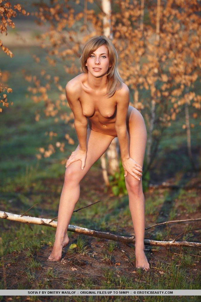 Zdjęcie porno - 1010 - Naga pokazuje cipkę