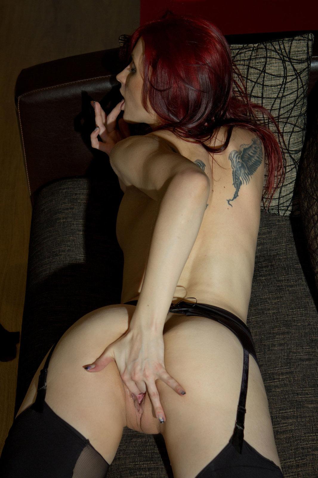 Zdjęcie porno - 1216 - Ruda z niewielkimi cycami