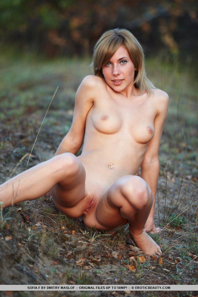 Zdjęcie porno - 126 - Naga pokazuje cipkę