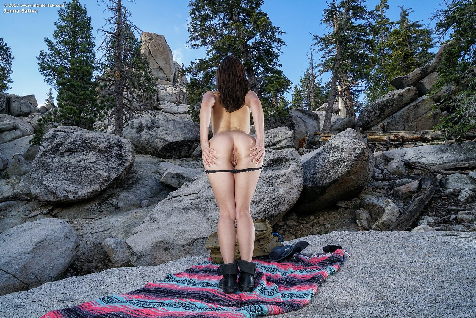 Zdjęcie porno - 0613 - Suczka na skale
