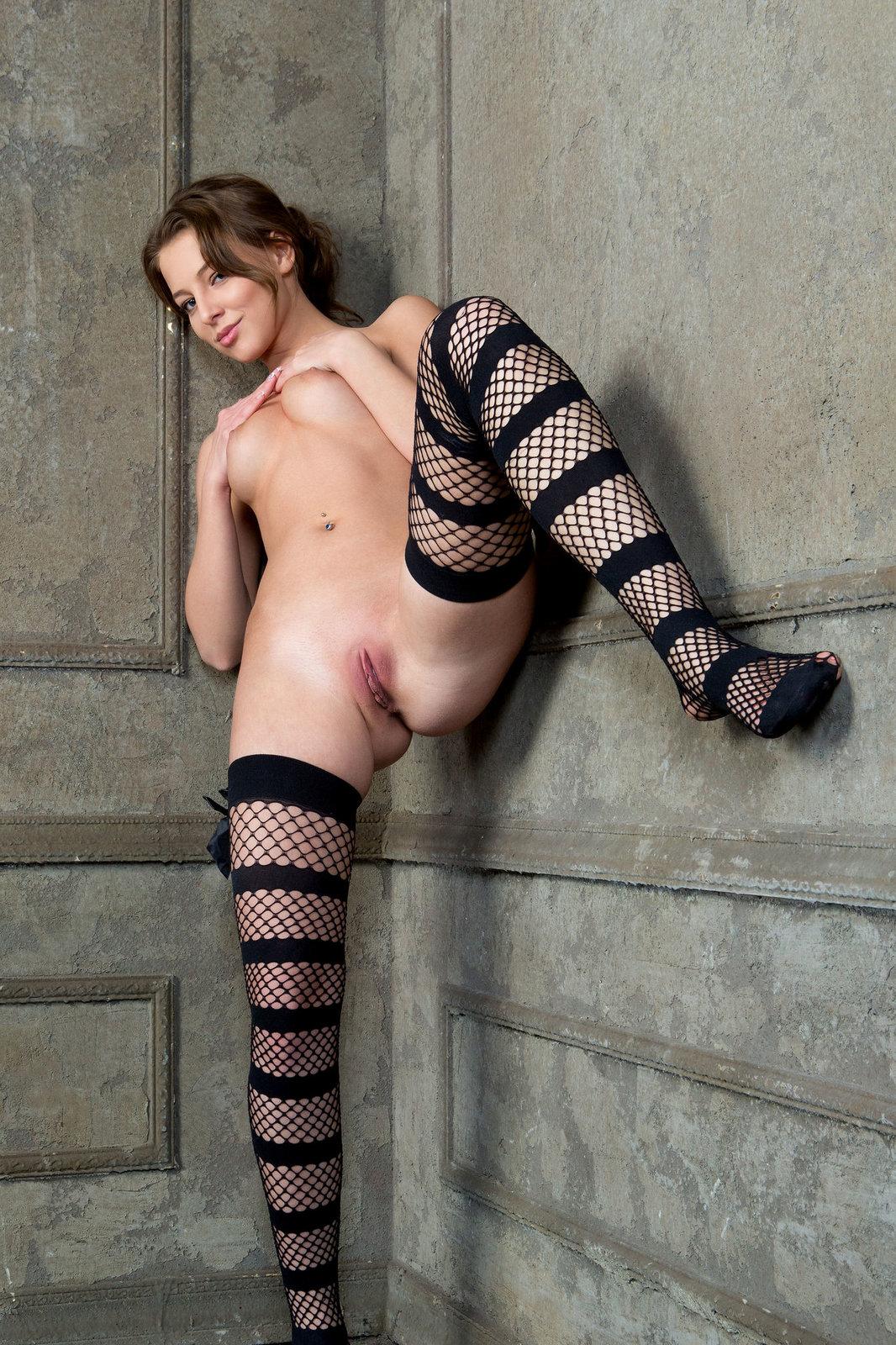 Zdjęcie porno - 071 - Zgrabna modelka z małym biustem