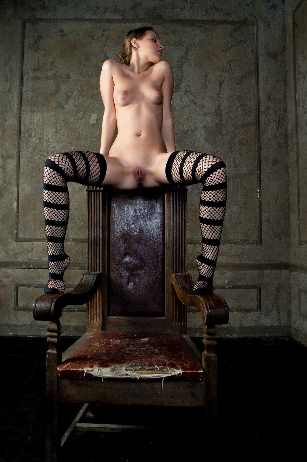 Zdjęcie porno - 081 - Zgrabna modelka z małym biustem