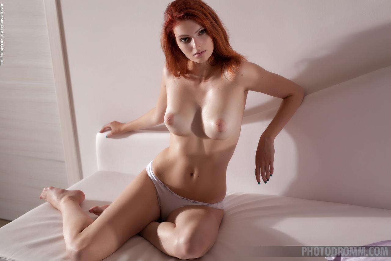 Zdjęcie porno - 046 - Paseczek z włosków łonowych