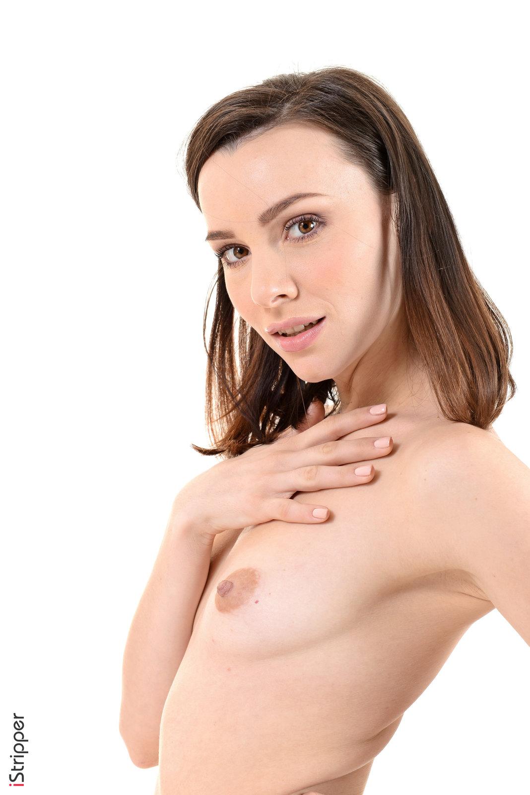 Zdjęcie porno - 0817 - Zgrabna laska zdejmuje spódniczkę