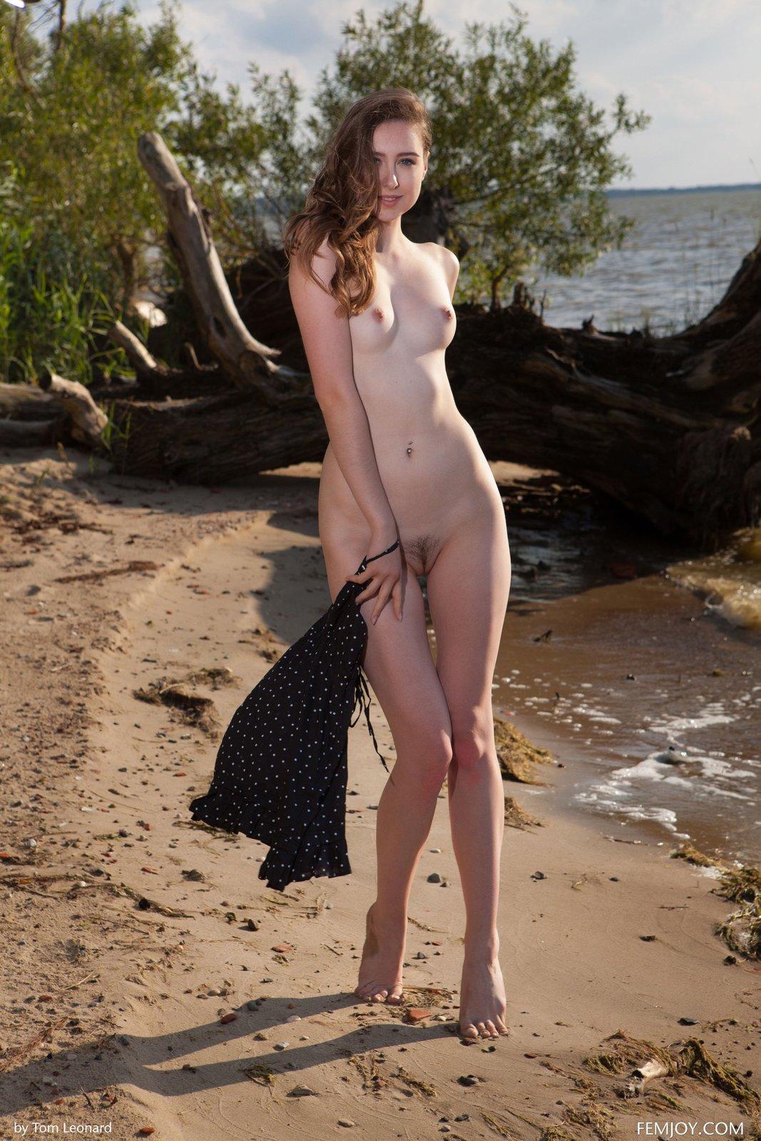 Zdjęcie porno - 06 1 - Zgrabna laska na plaży