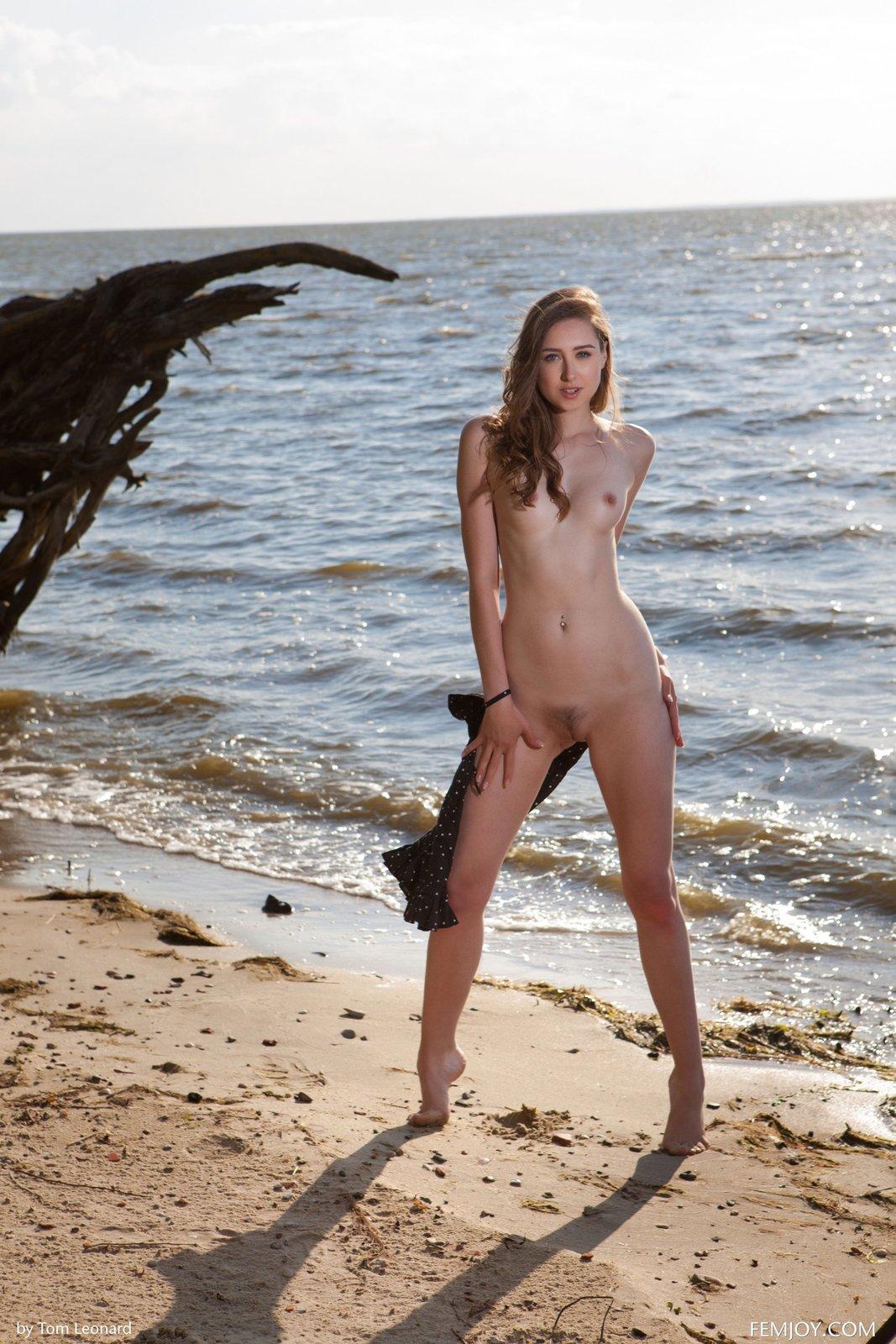 Zdjęcie porno - 07 1 - Zgrabna laska na plaży