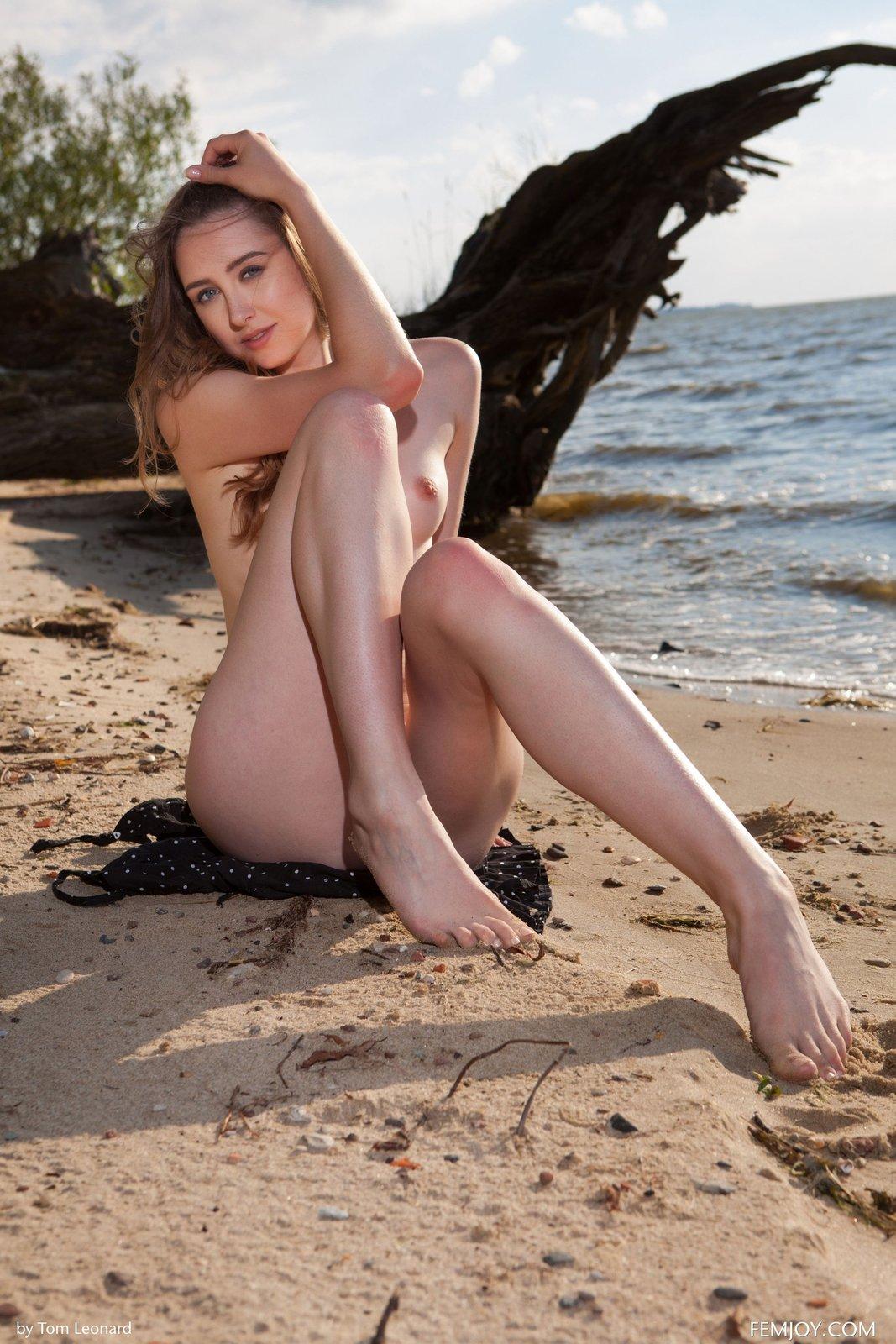 Zdjęcie porno - 08 2 - Zgrabna laska na plaży