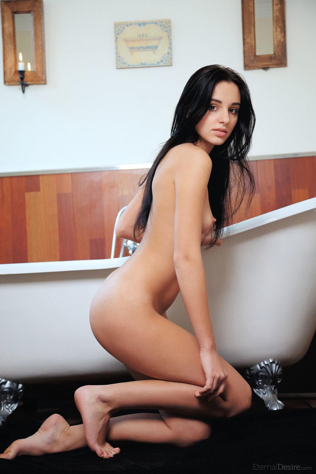 Zdjęcie porno - 04 - Palcówka w łazience