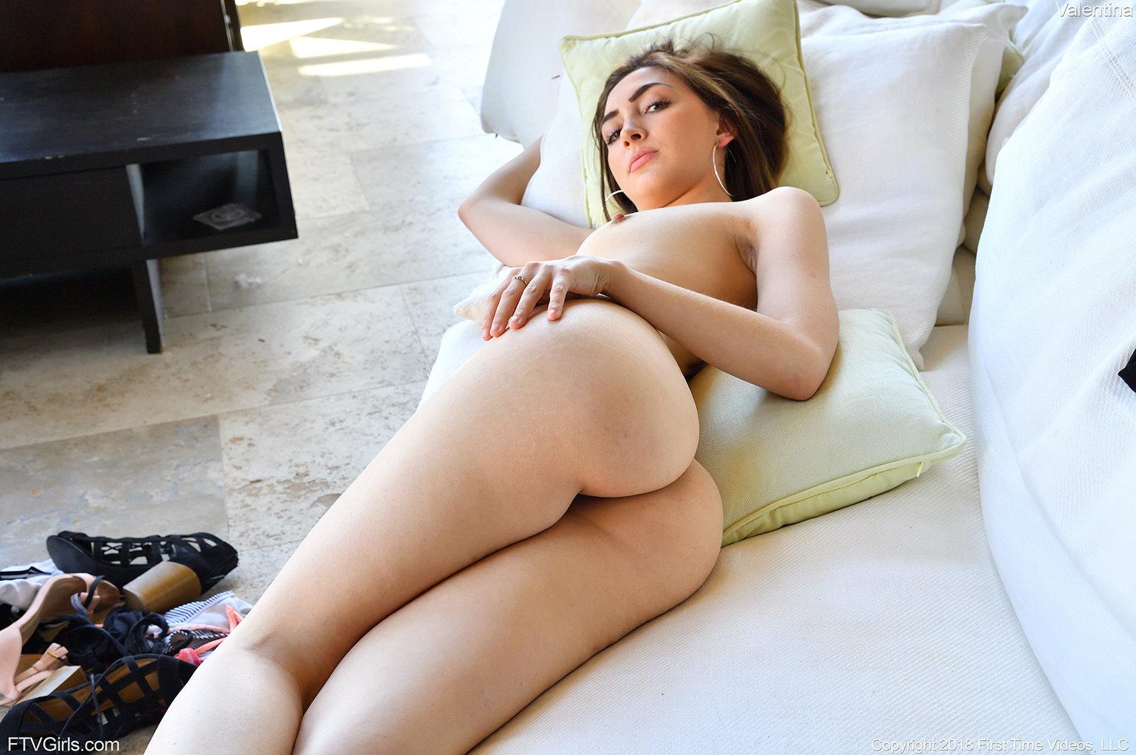 Zdjęcie porno - 06 - Mały biust i duża dupcia