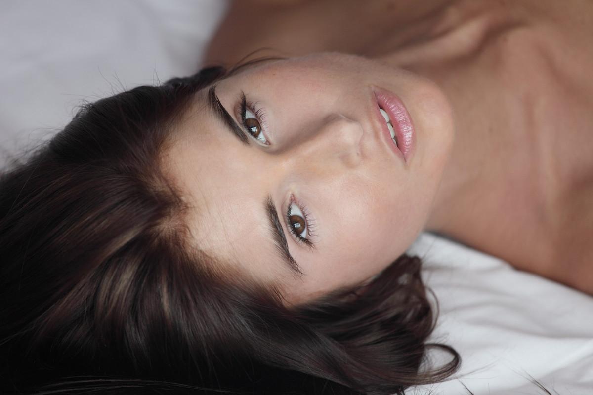 Zdjęcie porno - 09 2 - Modelka ze sterczącym biustem