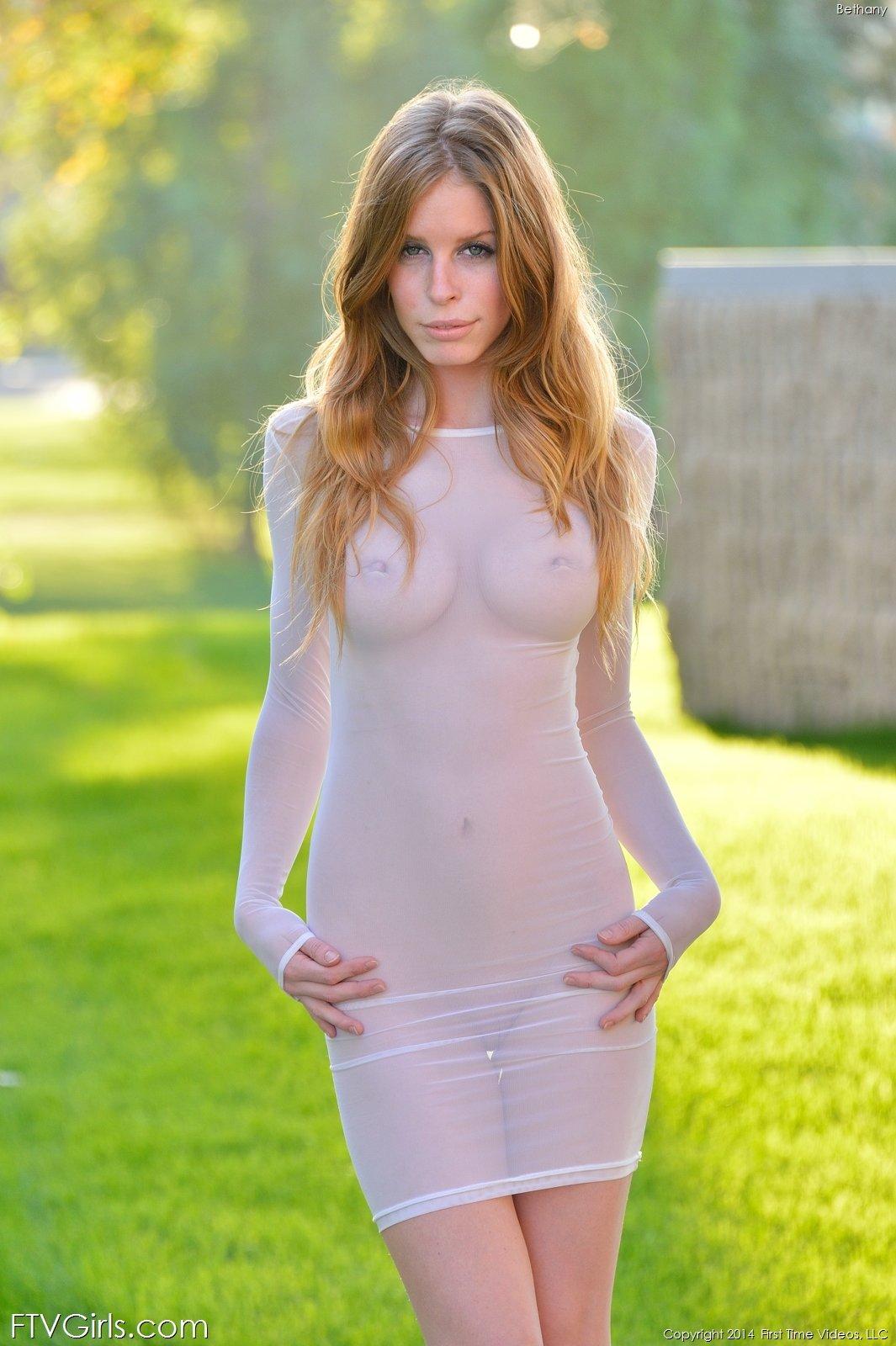 Zdjęcie porno - 02 1 - Prześwitująca sukienka