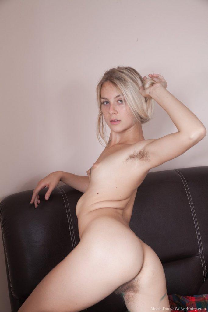 Zdjęcie porno - 392189 12big 683x1024 - Młoda blondyneczka