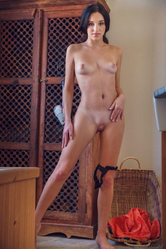 Zdjęcie porno - 06 5 683x1024 - Gorąca brunetka w majteczkach