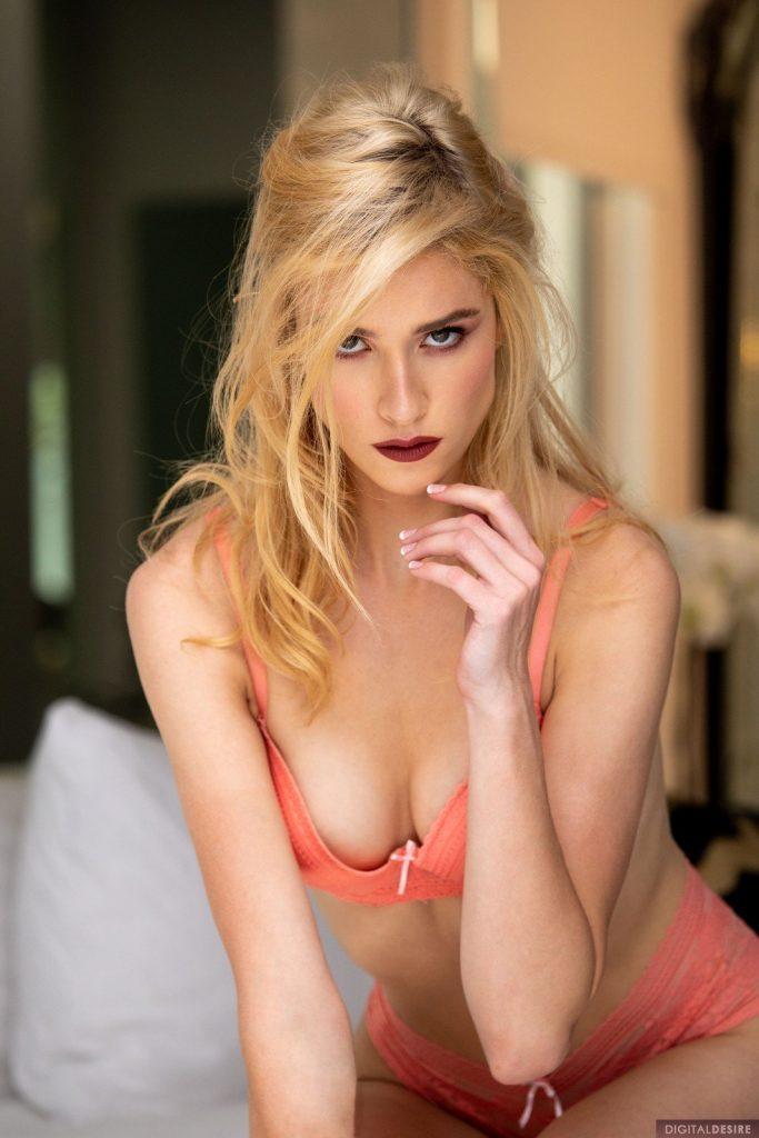 Zdjęcie porno - mazzy grace sexy show 03 683x1024 - W różowej bieliźnie