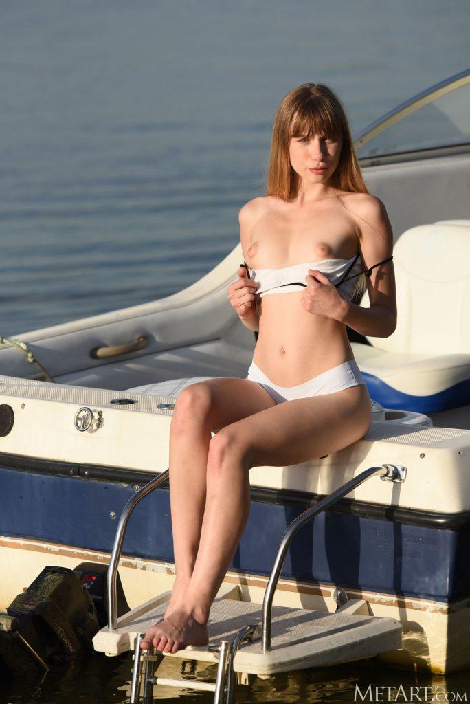 Zdjęcie porno - beghe boat trip metart 06 684x1024 - Szczupła panienka