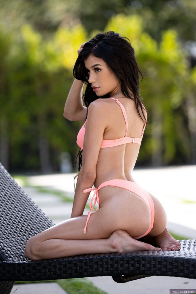 Zdjęcie porno - 06 1 683x1024 - W różowym bikini