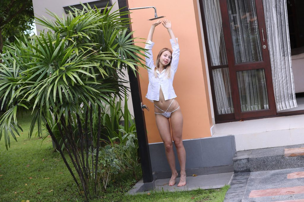 Zdjęcie porno - 05 1024x682 - W białej koszuli