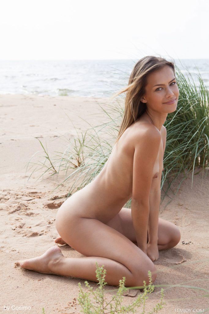 Zdjęcie porno - 08 1 683x1024 - Laseczka na plaży
